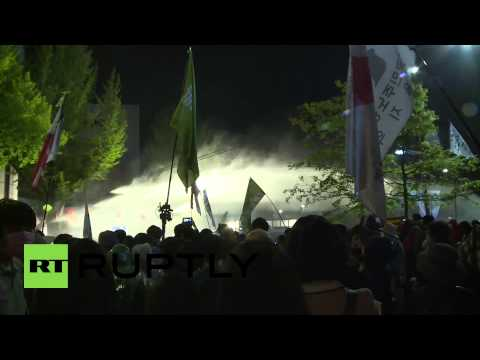 South Korea: Riot police use water cannons on Sewol ferry protesters in Seoul