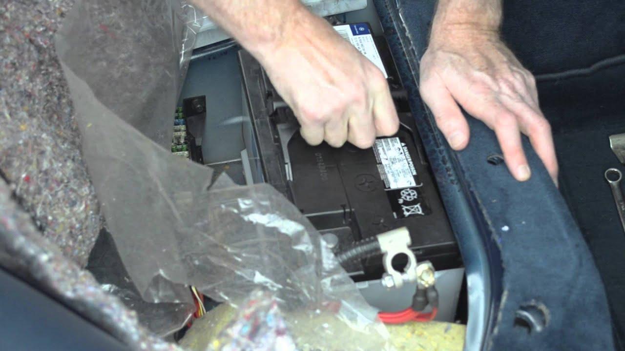 Mercedes E300 W210 Battery Replacement Youtube 1992 Benz E 300 Fuse Box Diagram