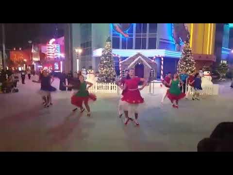 IMG WORLDS OF ADVENTURE CHRISTMAS DANCE