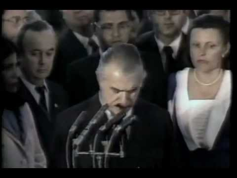 Jornal Nacional:15/03/1985: José Sarney toma posse como presidente interino do Brasil.