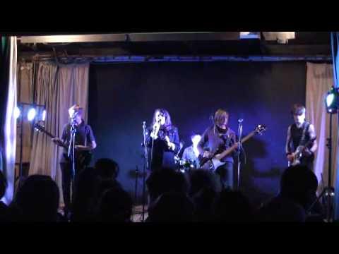 The Phonics :: Misery Business LIVE @ Debenham 2010
