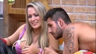 Repeat youtube video Novo casal: Thyago e Ísis se beijam