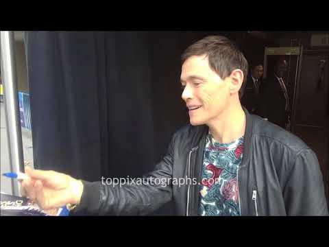 Burn Gorman  SIGNING AUTOGRAPHS while ting in NYC