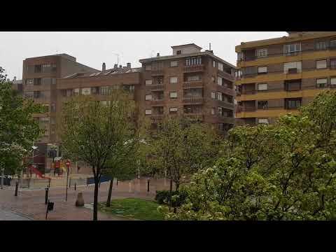 Intenso aguacero en la tarde del Miércoles Santo en Segovia. Peligran las procesiones 17/4/2019