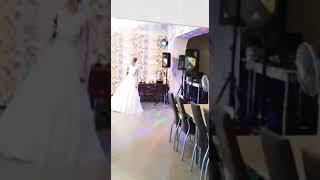 Невеста поет маме.Свадьба пела и плясала!Город Луга.Банкетный зал Заречье.7 сентября 2018 год