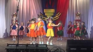 Первый раз танцуем на сцене)) танец