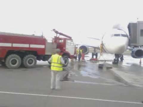 Горит самолет в Актау Казахстан (2015г)The Plane Burns In Aktau Kazakhstan (2015)