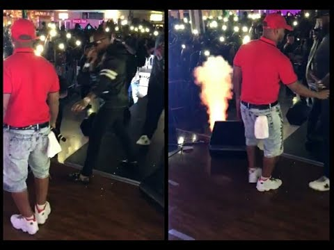 Davido Angrily Collects Mic From Sina Rambo While Backing Him Up On Stage In Baltimore Maryland