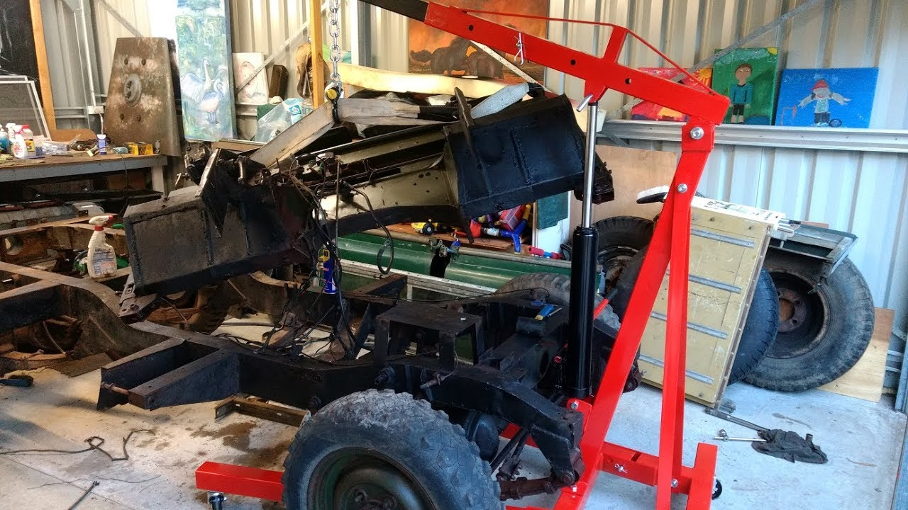 Land Rover Series 2a 88 - Bulkhead Removal
