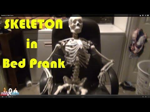 SKELETON IN BED PRANK - Top Boyfriend and Girlfriend Pranks