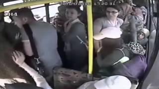 Домогался к турецкой девушке в автобусе