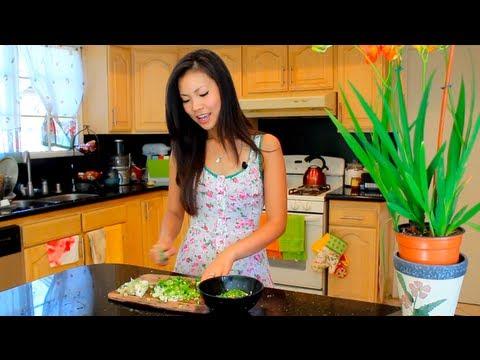 "SAFIRE TV : ""How to make Vietnamese Caramelized Shrimp"" with Thuy Phan"