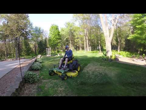 JD Z540R Mowing the lawn - YouTube