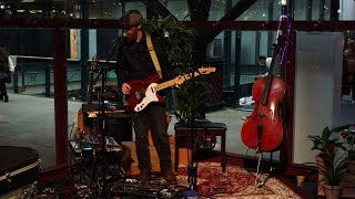 Performing live | Duotone