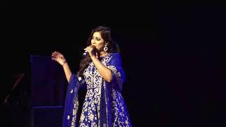 Gambar cover Zoobi doobi song live by Shreya Ghoshal