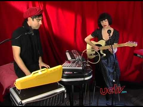 Kimbra - Settle Down, Close to you,and Cameo Lover