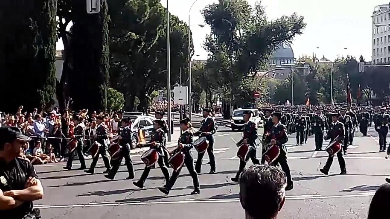 Guardia civil en el desfile del dia de la hispanidad for Hospital de dia madrid