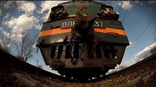 Под поездом