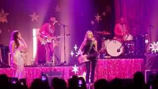 Kacey Musgraves w/ Sheryl Crow - If It Makes You Happy (Ryman Auditorium Nashville TN 9 / 23 / 2015)