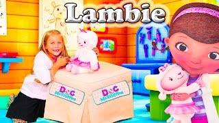 DOC MCSTUFFINS Disney Doc McStuffins Take Care of Me Lambie Doc McStuffings Video Toy Unboxing