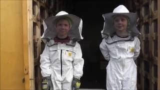 наши помощники  Дети и пчелы(, 2016-05-25T03:32:17.000Z)