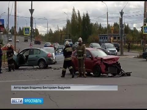 В Ярославской области лоб в лоб столкнулись две легковушки