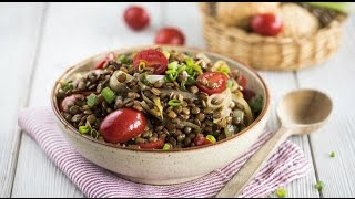 Салат из чечевицы с жареным луком и пряностями