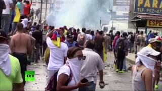 'Traffic jam against coup'  Anti Maduro protesters block roads in Caracas, police deploy tear gas