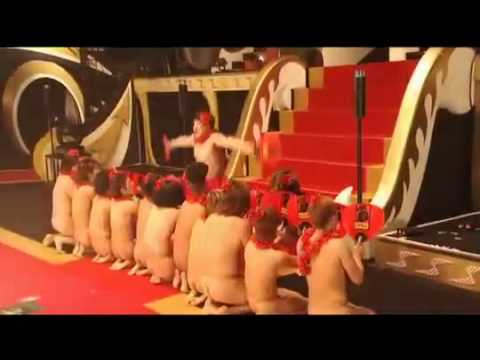 The10   Múa quạt khỏa thân của ca sĩ Nhật