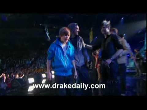 k'naan,-drake,-justin-bieber-&-nikki-yanofsky---wavin'-flag---2010-juno-awards-live