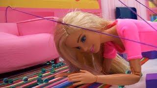 Барби проходит квест дома: Где кнопка?! Игры для девочек
