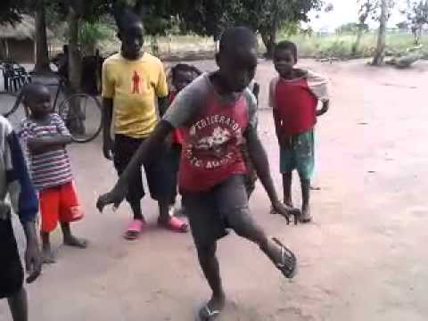 Sobrinhos dançando estilo zambeziano thumbnail