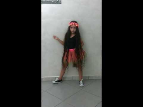 Bambina con capelli piu lunghi del mondo