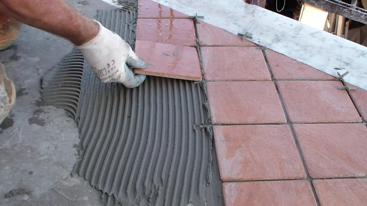 Posare le piastrelle del pavimento fai da teLay the floor tiles DIY  YouTube