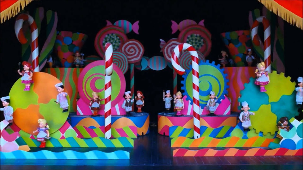 Jali ja suklaatehdas - Wonka n Welcome Song - YouTube