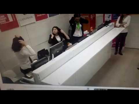 Жестокая драка сотрудниц банка в магазине цифровой техники
