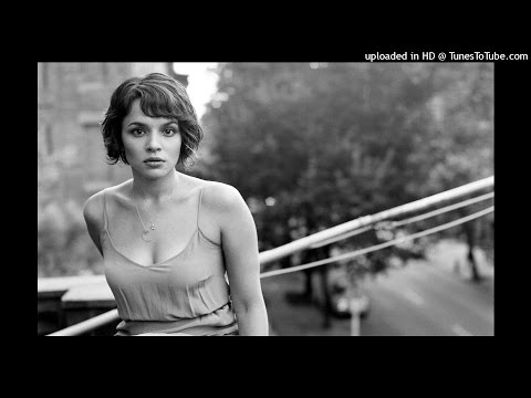 Norah Jones - Baby It's Cold Outside feat. Willie Nelson