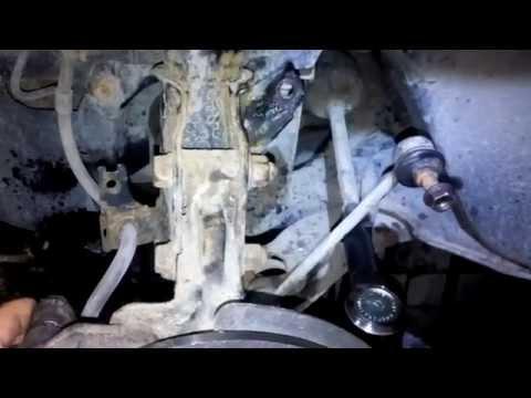 Замена втулок стабилизаторной тяги её косточек Мазда Mazda 323