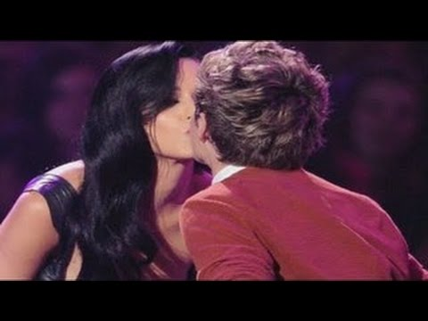 Selena Gomez Thinks Kissing  Niall Horan Is 'Absolutely Electric'