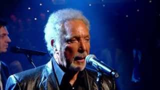 Tom Jones - Green Green Grass Of Home (Jools Annual Hootenanny 2009)