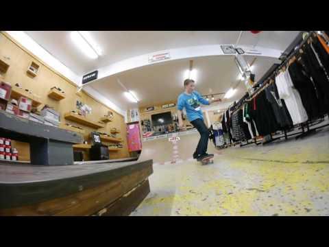 Replay Boardshop - Skating the Box