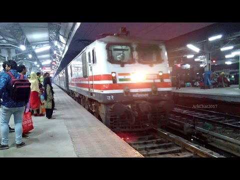 Back to back arrival at Meerut City Junction!! WAP-4 & WAP-5 makes smart entry with varying trains!!