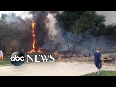 Pilot Crashes Into Street in Illinois