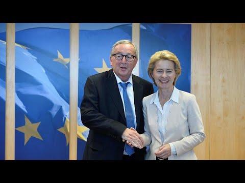 Euronews:EU chief Jean-Claude Juncker cuts holiday short for 'urgent surgery'