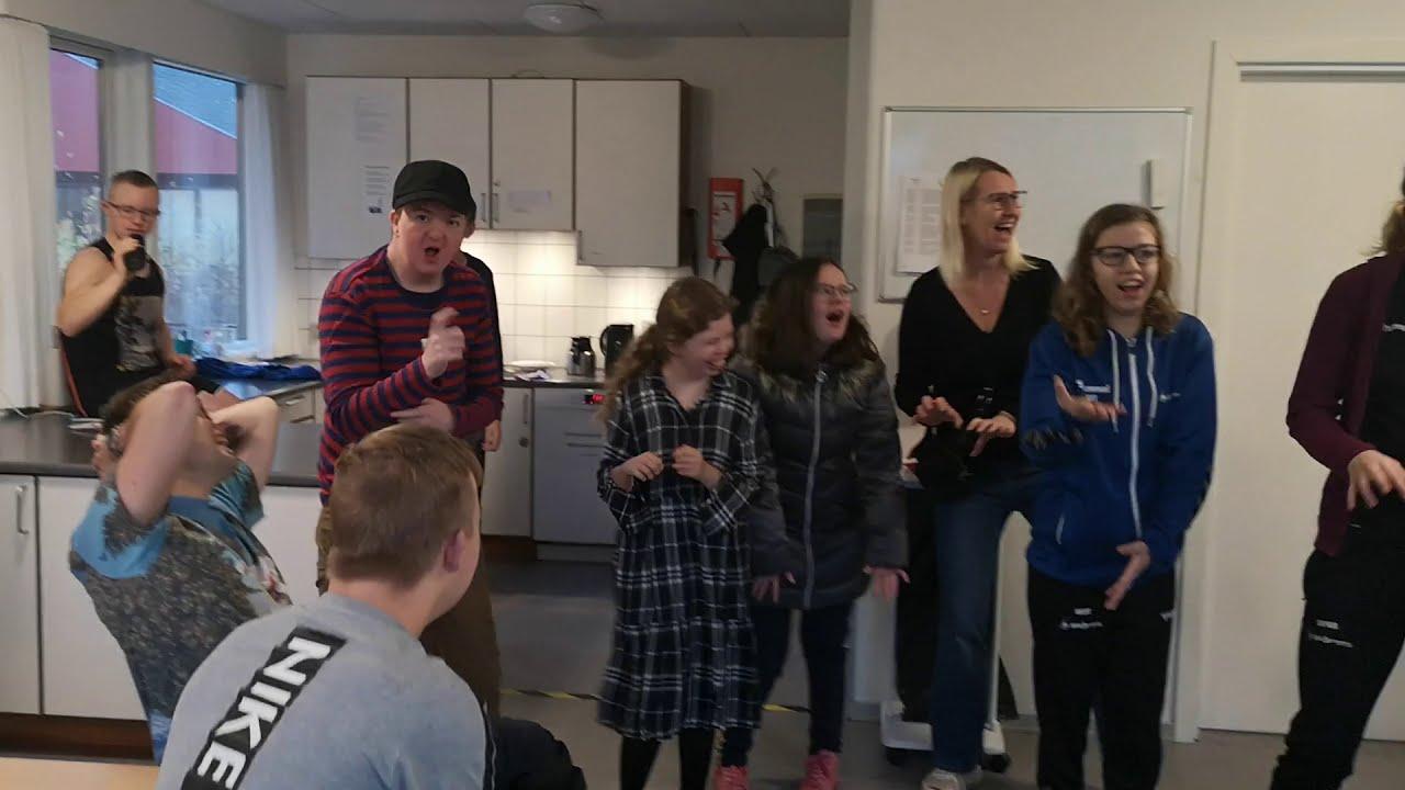 Morgensamling på Kvie Sø Efterskole - Tegn til tale