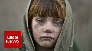 Standing in the middle, photographing conflict - BBC News