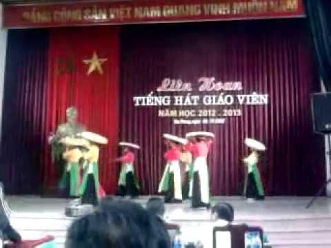Múa những cô gái Việt Nam (giáo viên trường mầm non Đông Tiến thể hiện)