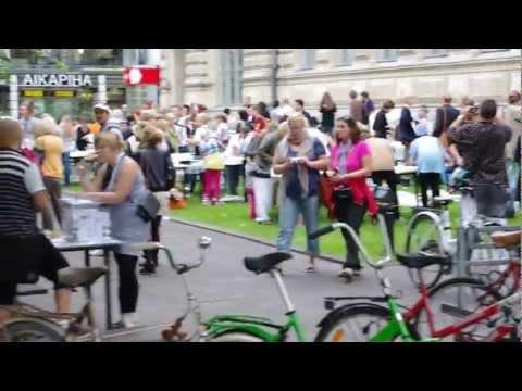 Animals Visiting the City open workshop at Rautatientori Helsinki Festival 2011