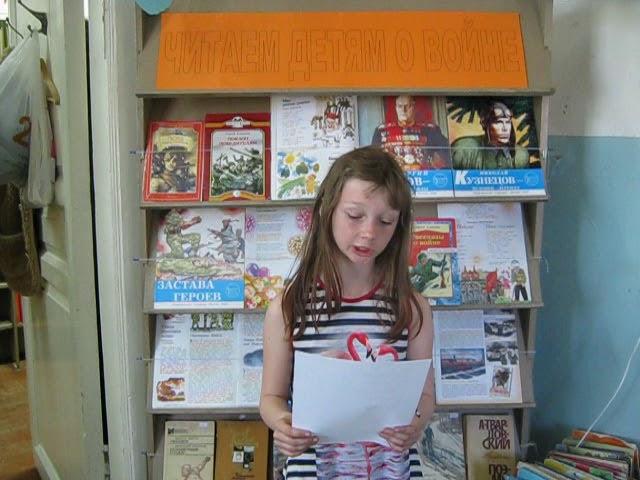 Изображение предпросмотра прочтения – КаринаИзраилева читает произведение «Кукла» К.М.Симонова