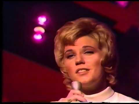 Anne Murray Sings